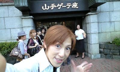 横浜ゲーテ座前です