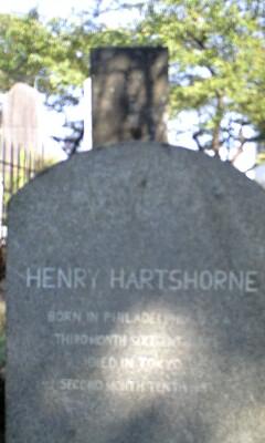 青山墓地 ヘンリーさんの墓石