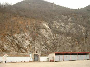 空博バンカー岩山外観