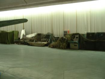 空博バンカー展示レーダー残骸06