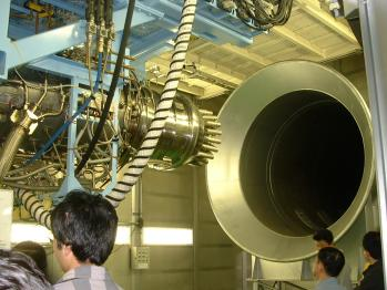 JAXA-エンジン運転室内部排気管