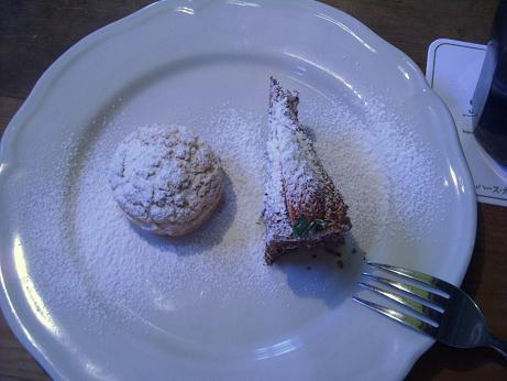 いちごのケーキとシュークリーム