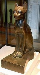 古代エジプトのネコの像(ルーヴル美術館所蔵)
