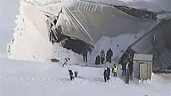 garage-roof-collapse-lynn-massachusetts-27-jan-2011.jpg