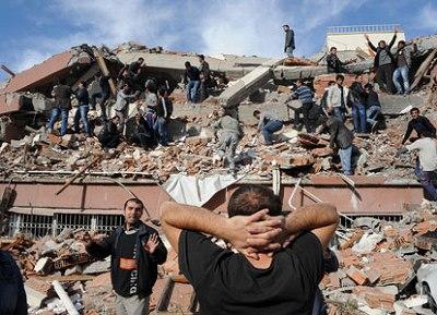 quake-hits-se-turkey-2011-10-23_l.jpg