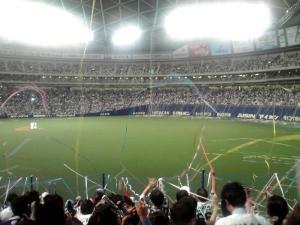 2011.10.19 ナゴヤドーム(試合終了直後:投げ込まれる紙テープ その1)