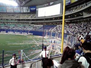 2011.10.19 ナゴヤドーム(紙テープの片付け)