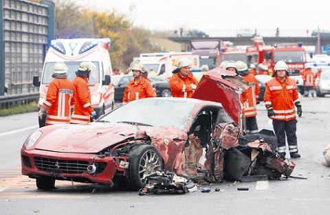 Ferrari-gegen-Peugeot-Zwei-Tote_ArtikelQuer.jpg