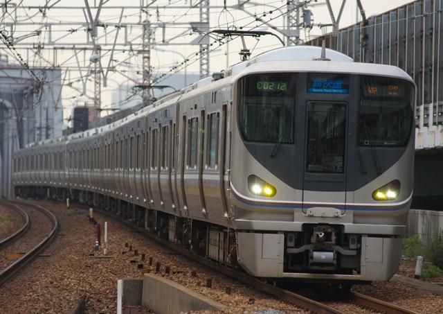 110521-JR-W-225-shinkaisoku-2.jpg