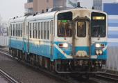 111014-JR-shikoku-DC32-2cars-1.jpg