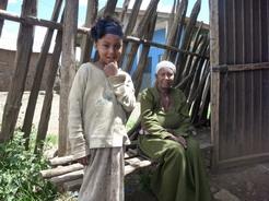 1may2010 途中の村の女の子