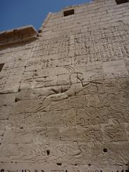25may2010 ラムセス3世葬祭殿 クライミング・ボードのような壁