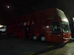 25aug2010 トルヒーヨに到着したリネアのバス 4軸のダブルデッカー