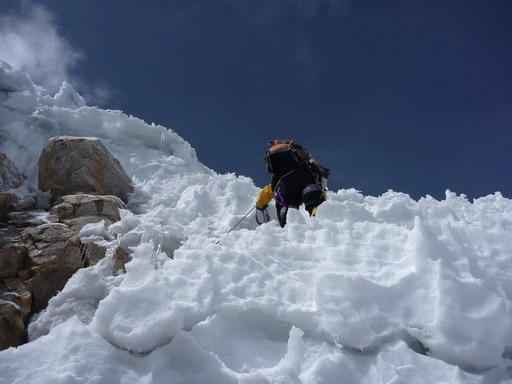 30aug2010 最後の嫌らしい登り 慎重に鱗を一枚一枚越えていく