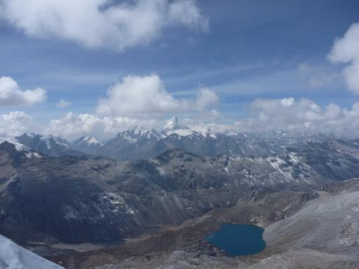 30aug2010 山頂からの眺め 中央のピラミダルなポークがワンチャン 6395