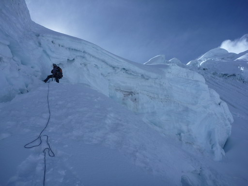 1sep2010 核心部を見上げる 右がトキヤラフ山頂方向