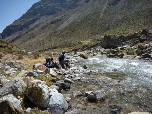 11sep2010  ワイリャパ川を渡渉