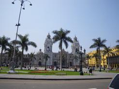 18sep2010 リマのアルマス広場とカテドラル