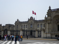19sep2010 ペルー政庁と交代式の見物人
