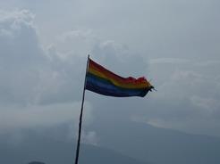 24sep2010 マチュピチュ山の山頂に翻るインカの旗