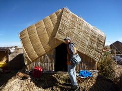 29sep2010 トトラで出来たウロス島の家