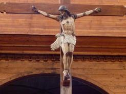 15nov2010 天井から吊るされたキリスト像
