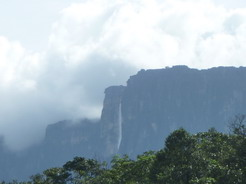 4dec2010 アンヘルの滝が見えた!