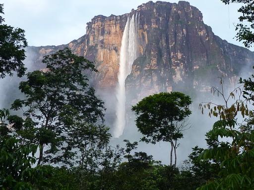 5dec2010 朝のキャンプ地から見たアンヘルの滝