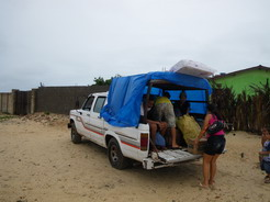 10jan2011 ジェリコへ向かう4WDトラック