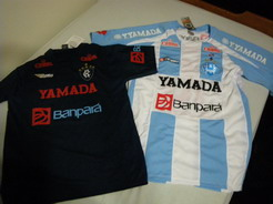 13jan2011 ヘモ(左)とパイサンドゥー(右)のシャツ