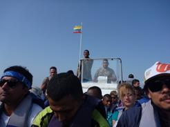 3feb2011 いったん停船して荷物を積み替えたところ 既に疲労の色が・・・