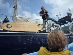 3feb2011 途中で一人をヨットに降ろす