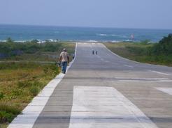 4feb2011 村には滑走路がある・・・なかなかのロケーション