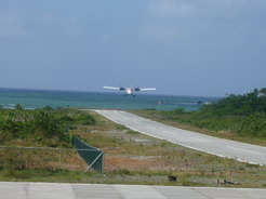 6feb2011 週3便の飛行機は15分もしないうちに再び飛び去った・・・