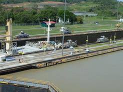 19feb2011 電気機関車が船を牽引する