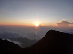 25feb2011 雲海に沈む夕日