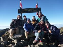 5mar2011 登頂したメンバーで記念撮影