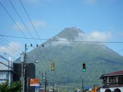 11mar2011 フォルトゥーナの町から見るアレナル火山