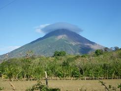 14mar2011 いつも帽子を被ったようなコンセプシオン火山