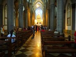 19mar2011 教会の中では何かの催しがあった