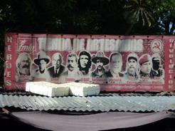 19mar2011 FMLNのグッズを売る店の看板
