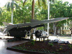 31mar2011 キューバ危機のとき撃墜されたU2の残骸と撃墜したのと同型のミサイル