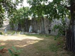 1apr2011 ラピュタを思わせるカバーニャ要塞の中