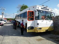 25apr2011 ビジャエルモッサ行きのバス 3等と言ってもこのレベルだから何の問題もない