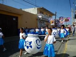 5may2011 様々な衣装を着た子がパレード