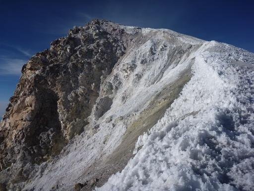 6may2011 リム上から見る山頂