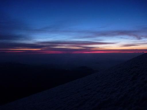 6may2011 6時20分ころ 雪面に取り付いてすぐ夜が明け始める