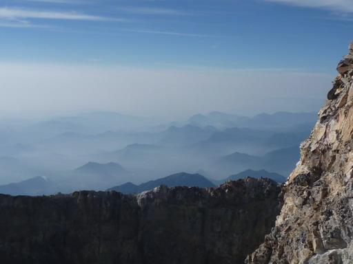 6may2011 南にメキシコの山々が折り重なる