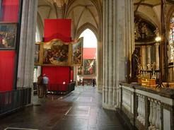 23jun2011 中は教会と言うより博物館の様相を呈している