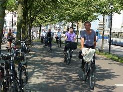 27jun2011 自転車道を疾走する人たち